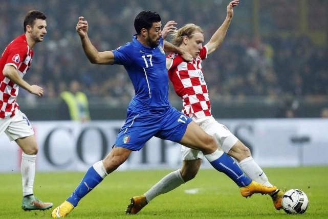 Les Pays-Bas ont sauvé le poste de leur sélectionneur Guus Hiddink en écrasant... (Photo Reuters)