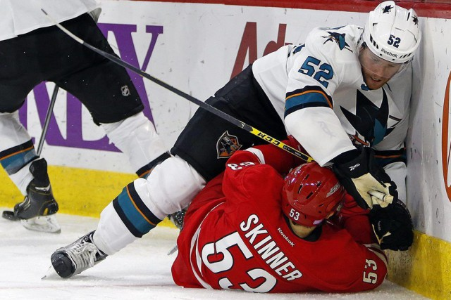 Tomas Hertl a inscrit son quatrième but de la saison, le gardien recrue Troy... (Photo AP)