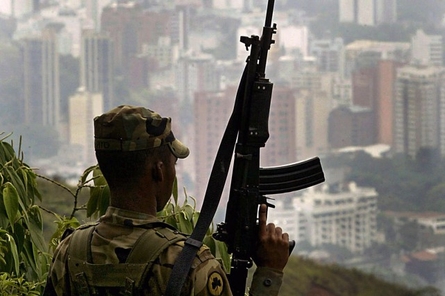 Un soldat de l'armée colombienne... (Photo CARLOS JULIO MARTINEZ, Archives AFP)