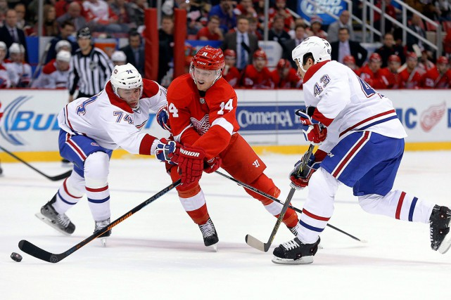Gustav Nyquist attaqué de toutes parts.... (Associated Press)