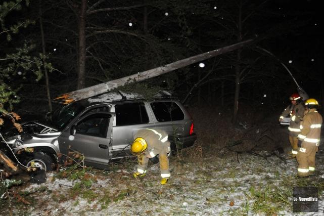 Un automobiliste a sectionné un poteau électrique en bois situé à... (Photo: François Gervais, Le Nouvelliste)