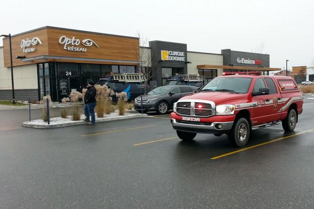 Les pompiers de Sherbrooke ont dû intervenir lundi matin au mégacentre Plaza de... (Photo Raymond Vincent)