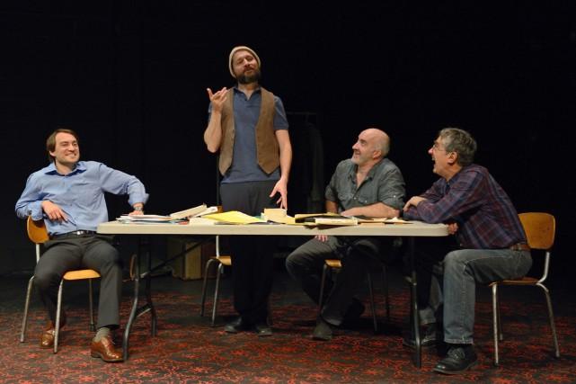Philippe Régnoux, Mohsen El Gharbi, Gaétan Nadeau et... (Photo: Michael Slobodian, fournie par le Théâtre de fortune)