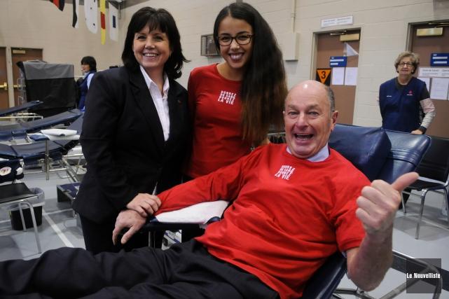 La collecte de sang du maire Yves Lévesque... (Photo: François Gervais, Le Nouvelliste)