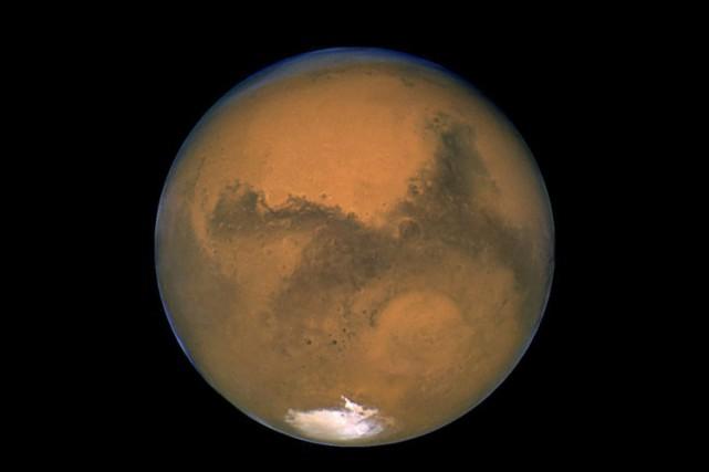 Une petite météorite d'origine martienne, tombée sur Terre en 2011, pourrait... (Photo: NASA)