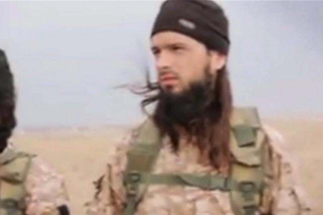 Dans la vidéo attribuée au groupe État islamique,... (PHOTO TIRÉE D'UNE VIDÉO, ASSOCIATED PRESS)