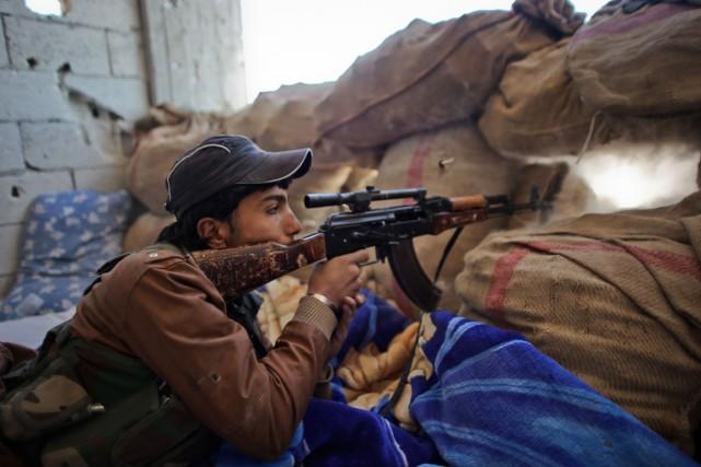 En plus d'être aidés par les frappes menées... (PHOTO: AFP)