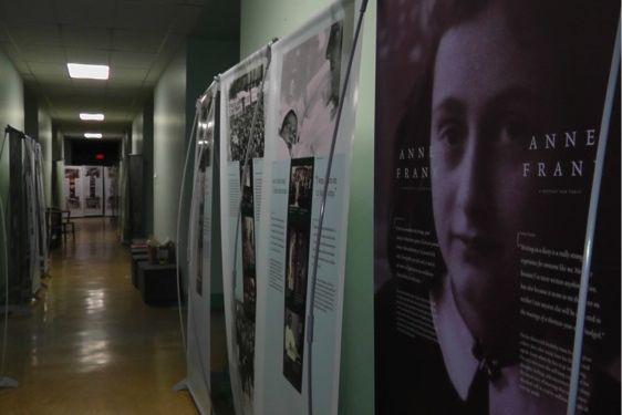 L'exposition itinérante de la Maison Anne Frank lors...