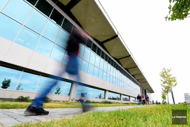 L'année financière 2014-2015 n'est pas encore terminée que l'Université de... (Archives La Tribune, Frédéric Côté)