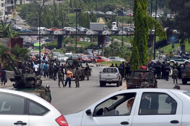 Des centaines de soldats, réclamant de l'avancement et... (Photo ISSOUF SANOGO, AFP)