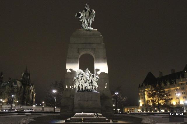 Des monuments rayonnent déjà la nuit comme le... (Etienne Ranger, LeDroit)