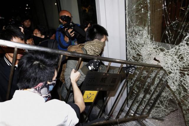 Les manifestants sont descendus dans les rues par... (Photo: Reuters)