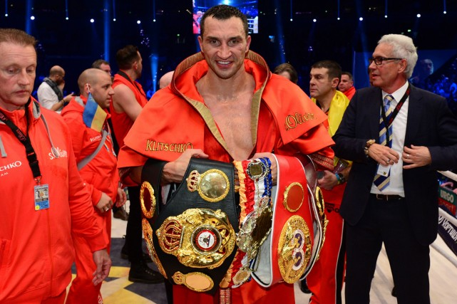 Vladimir Klitschko a conservé ses ceintures IBF, WBA... (Photo John MacDougall, AFP)