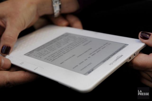 Seriez-vous prêt à troquer votre bon vieux roman en format papier contre un... (Photo: archives La Presse)
