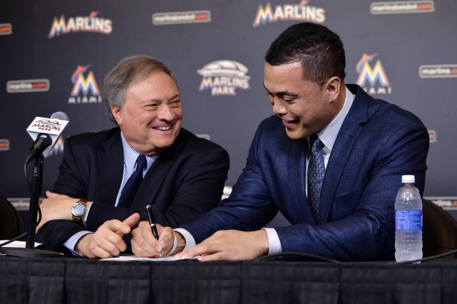 Le voltigeur Giancarlo Stanton a signé son contrat... (Photo Steve Mitchell, USA Today Sports)