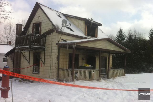 L'incendie mortel survenu mardià Scotstown pourrait bien être d'origine... (La Tribune, Christine Bureau)
