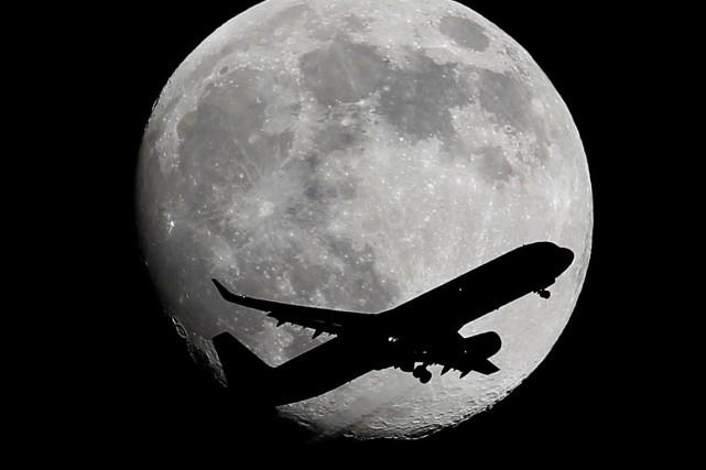 Une campagne pour financer une exploration lunaire privée a été lancée, donnant... (PHOTO NICK UT, ARCHIVES AP)