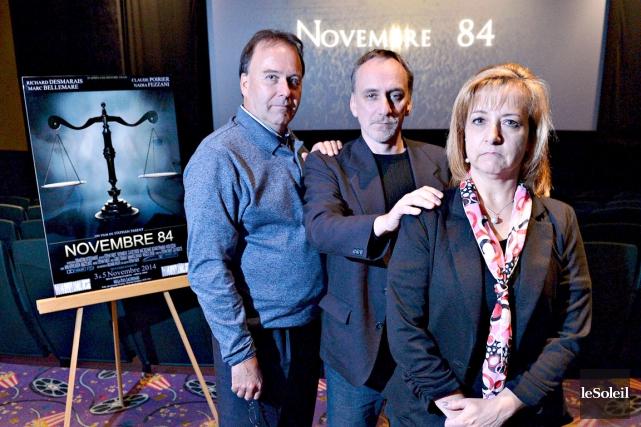 Le réalisateur Stéphan Parent, entouré de l'avocat Marc... (Le Soleil, Pascal Ratthé)