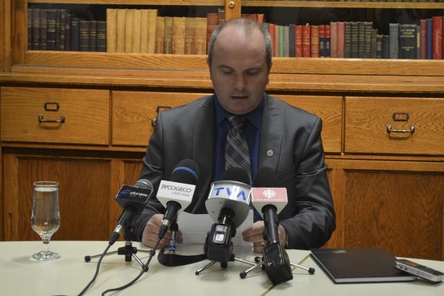 Le maire Guy Larouche admet son erreur et s'excuse auprès de la communauté de... (Louis Potvin)