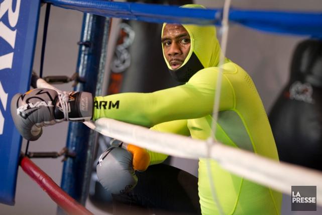 Vêtu d'une combinaison jaune fluo,JeanPascal a donné un... (Photo Ivanoh Demers, La Presse)
