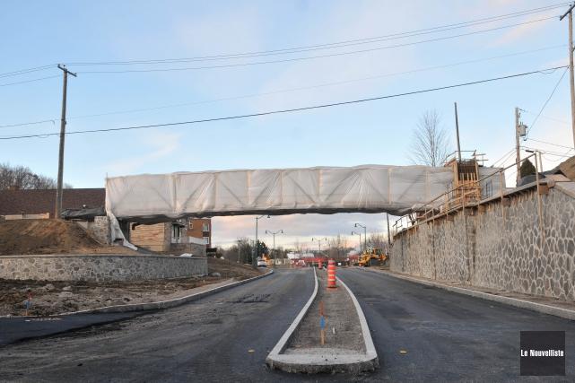 La nouvelle passerelle est installée depuis quelques semaines... (Photo: Émilie O'Connor, Le Nouvelliste)