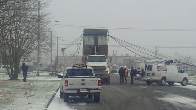 Un camion des travaux publics de la Ville... (Photo fournie)