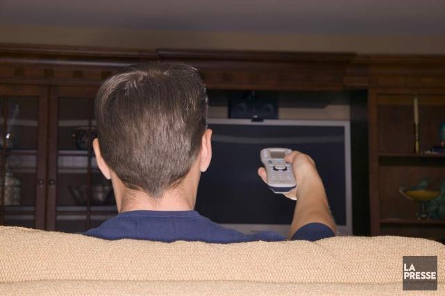 Commencer à regarder une série dans son salon,... (Photo Archives La Presse)