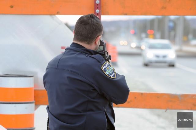 La Ville de Sherbrooke gère son service de police en plaçant la sécurité à... (Archives La Tribune, Claude Poulin)
