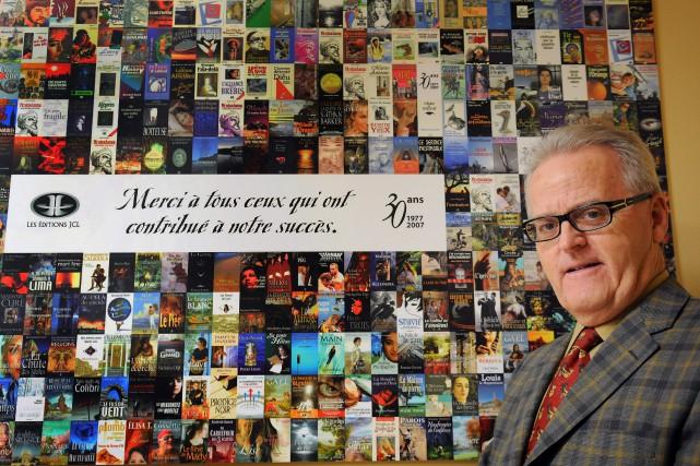 L'éditeur Jean Claude Larouche apprécie la qualité d'écriture... ((Archives))