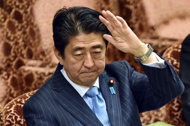 La cote de popularité du gouvernement de ShinzoAbe... (Photo KAZUHIRO NOGI, AFP)