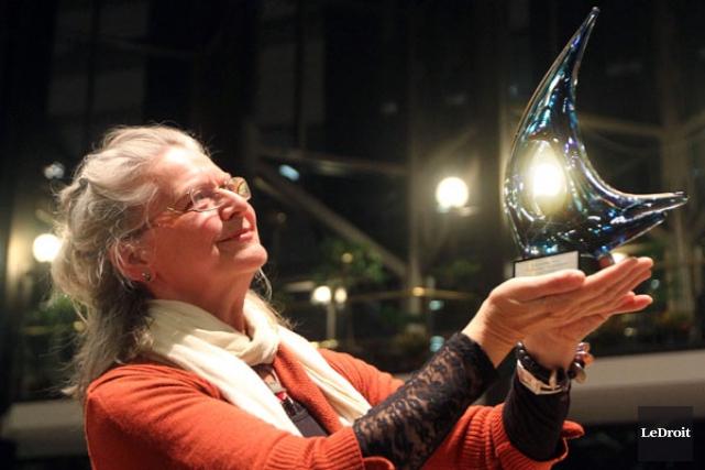 Le Prix hommage a été remis à Lise... (Étienne Ranger, Ledroit)