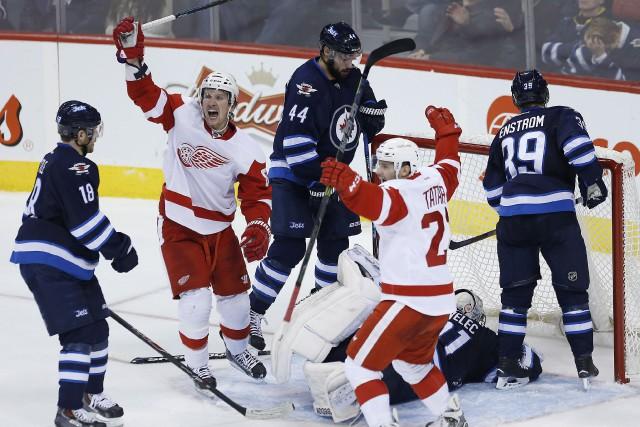Tomas Tatar des Wings a inscrit deux buts... (Photo JOHN WOODS, PC)