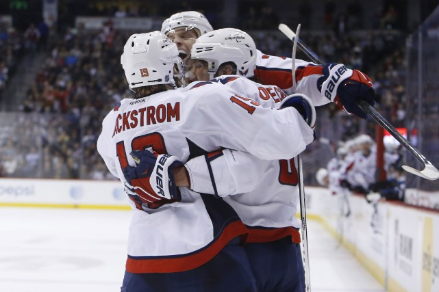 Alexander Ovechkin (au centre)... (Photo Chris Humphreys, USA Today Sports)