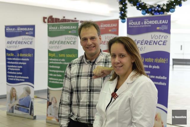 Les deux pharmaciens-propriétaires affiliés à Uniprix, Yves Bordeleau... (Photo: Sylvain Mayer Le Nouvelliste)