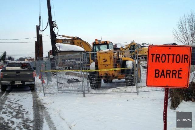 Il y a beaucoup d'action sur le site de l'ancien Ultramar situé au coin des... (La Tribune, Claude Plante)