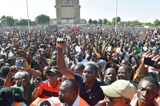 La prise de pouvoir par les militaires, dénoncée... (PHOTO ISSOUF SANOGO, ARCHIVES AFP)