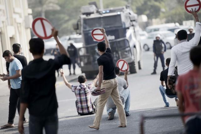 «Boycottage, boycottage», a répété la foule qui a... (PHOTO MOHAMMED AL-SHAIKH, AFP)