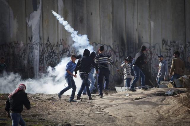 En Cisjordanie occupée, des centaines de Palestiniens ont... (Photo/Majdi Mohammed, AP)