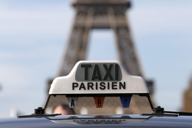 À Paris, comme à Montréal, les taxis Uber... (Photo Gonzalo Fuentes, Reuters)