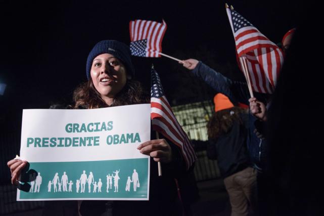 Des activistes ont célébré devant la Maison-Blanche après... (PHOTO BRENDAN SMIALOWSKI, ARCHIVES AFP)