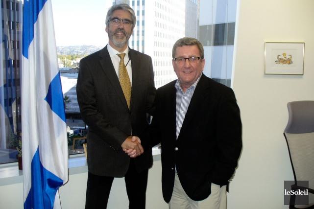 Le maire de Quebec, Régis Labeaume, accompagne du... (Photo Le Soleil, Stéphanie Martin)