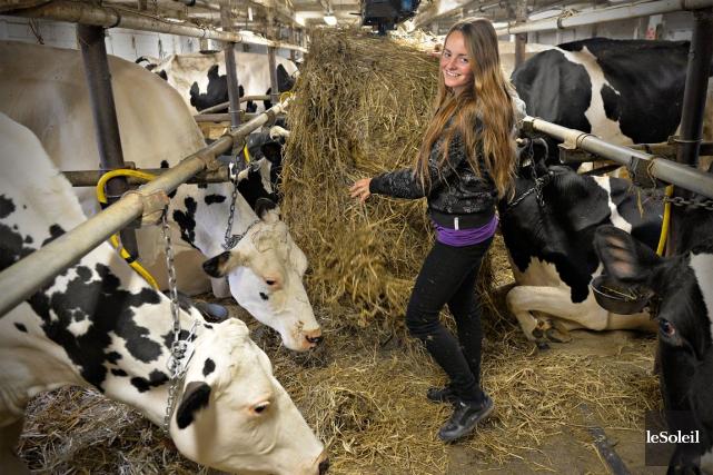 Mélanie Roy a toujours voulu une ferme laitière... (Photothèque Le Soleil, Pascal Ratthé)