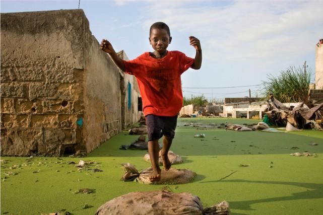 Agou Ba, 10 ans, saute d'un sac de... (Normand Blouin)