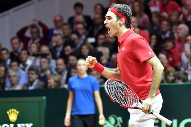 Roger Federer a encore enrichi sa légende en offrant à la Suisse sa première... (Photo AFP, PHILIPPE HUGUEN)