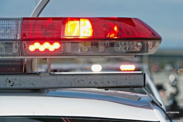 Un homme a été transporté dimanche après-midi au CHUS dans un état critique... (Archives La Tribune)