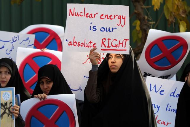 Des étudiants ont manifesté à Téhéran en faveur... (PHOTO ATTA KENARE, AFP)