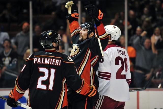 Kyle Palmieri et Patrick Maroon ont touché la cible, Ryan Kesler a récolté deux... (Photo: Reuters)