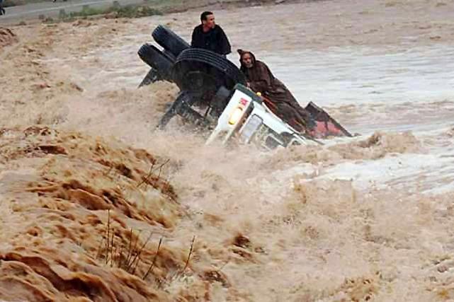 Lundi, les quotidiens marocains affichaient en une les... (PHOTO AFP/STR)