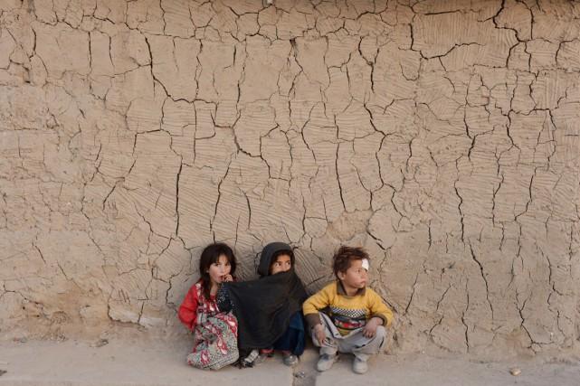 Les enfants et les adolescents ne représentaient que... (PHOTO NOORULLAH SHIRZADA, AFP)