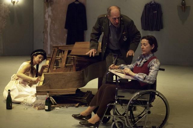 Violette Chauveau, Gabriel Arcand et Marie-France Lambert dans... (Photo: Matthew Fournier, fournie par le Prospero)